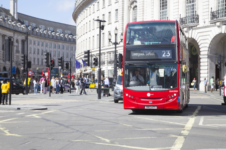 liverpool: Bus to liverpool street driving though piccadilly circus