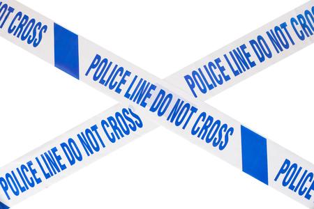 青い警察ラインは、白のコピー スペースを持つ十字形をなす犯罪現場のテープを交差させない。