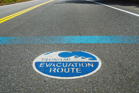 Blue Tsunami evacuation route road sign on the asphalt, Highway 101, Oregon, USA. Фото со стока