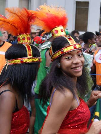 notting: Mujer de Londres, Inglaterra - 30 de agosto de 2010 - en traje de tomar parte en el desfile en el Carnaval de Notting Hill
