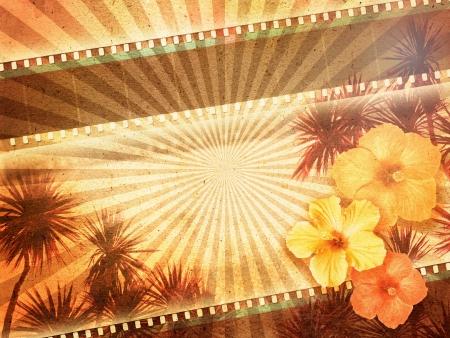 Sfondo con strisce di pellicola, palme e fiori di ibisco Archivio Fotografico