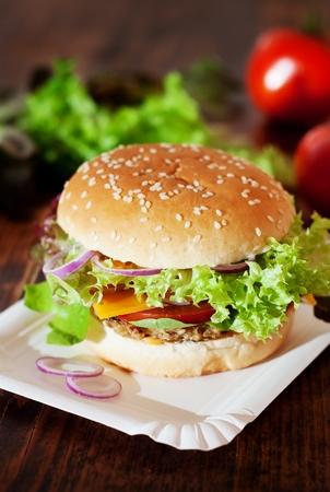 Fresh Homemade Burger / Vegetarian Cheeseburger Standard-Bild