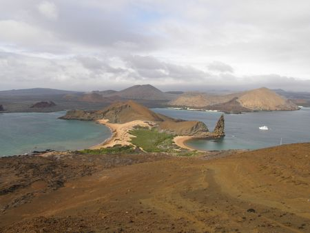 pin�culo: Sullivan Bay y Pinnacle Rock, Islas Gal�pagos  Foto de archivo