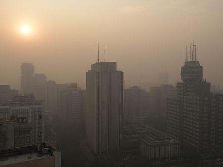 Sunset(?!) in New Delhi though the smog Stock Photo