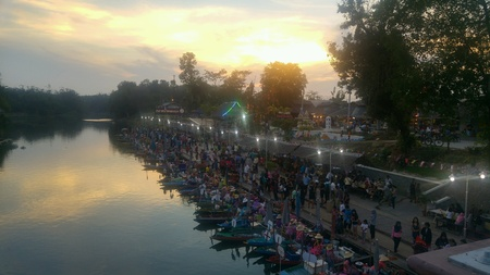 yai: An evening at the local floating market in Hat Yai, Thailand