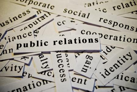 relations publiques: Relations publiques, d�coupe de mots en rapport avec des affaires