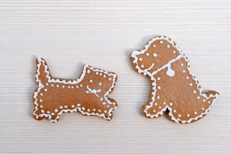 Cute gingerbread cat and dog on wooden Фото со стока