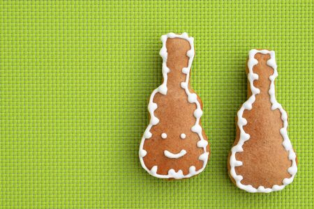Gingerbread guitars on green background, copy space for text Фото со стока