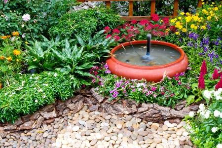 fontana: piccolo giardino - decorazione della casa Archivio Fotografico