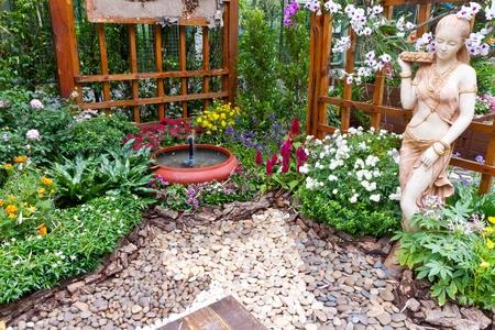 gazebo: garden and fountain