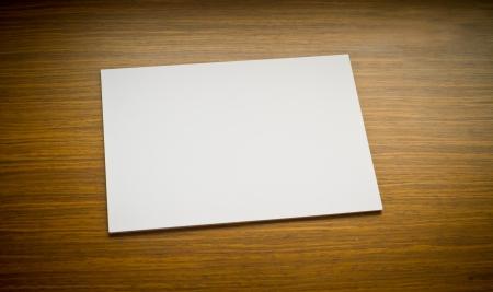 carta bianca sul tavolo
