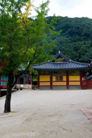 korean temple in seoraksan photo