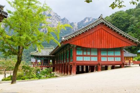 korean temple in seoraksan Stock Photo - 15259028