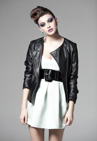 beautiful woman posing in a leather jacket Zdjęcie Seryjne