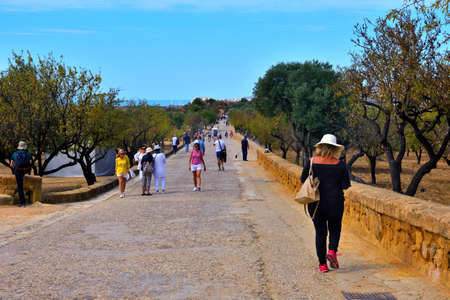 tourists in the valley of the temples: September 28 2018 Agrigento Italy Sajtókép