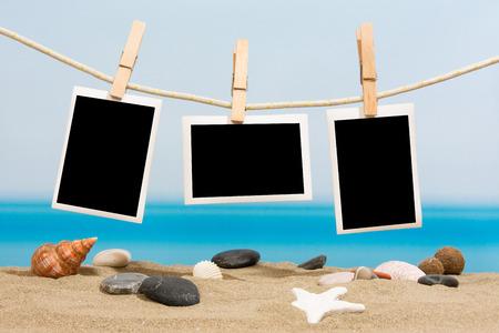 Vakantiefoto's opknoping op een touw Stockfoto