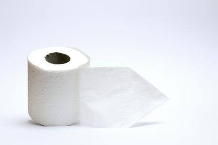 papel higienico: papel higiénico en el fondo blanco