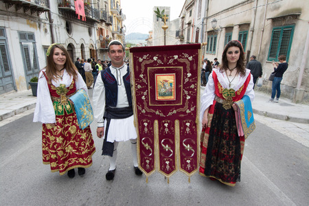 holy week: PIANA DEGLI ALBANESI, ITALY - April 20, 2014: Holy Week in Sicily. Easter procession of women and men, greek byzantine rite,  dressed in the traditional costumes of the Albanian 400.