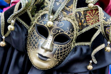 Venezia, Italia - 31 Gennaio, 2016: maschere di carnevale tradizionali in vendita in un negozio a Venezia