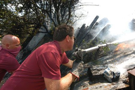 extinguish: Bracciano, Italy - July 14, 2005: Severe Fires destroy forest in Italy. Italian firefighters work surrounded by the smoke to extinguish the fire, July 14, 2005 in Bracciano, Lazio, Italy.