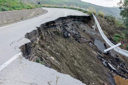 シチリア島の国道の地すべり 写真素材
