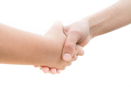 pacto: Pacto entre un joven y un adulto con un apretón de manos