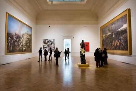 ローマ, イタリア - 2017 年 2 月 5 日: ガレリア国立美術館モデルナ、博物館、人と内部ビュー。この博物館は、近代・現代の美術の展覧会に取り組ん