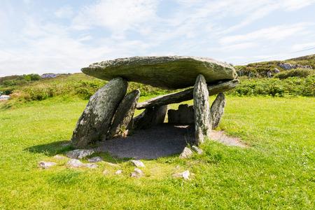 アイルランドの Landascapes。祭壇のくさびの墓