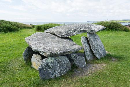 Landschappen van Ierland. Altaar Wedge Tomb Stockfoto
