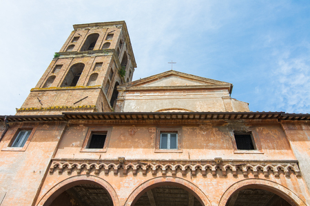 Nepi in Lazio, Italy. Cathedral of the Assunta, built in the 12th century over a pagan temple. 版權商用圖片
