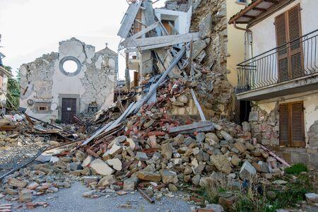 Stad verwoest door een aardbeving Stockfoto