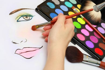 Makeup artist is sketching makeup style on a paper. Stock Photo - 2900977