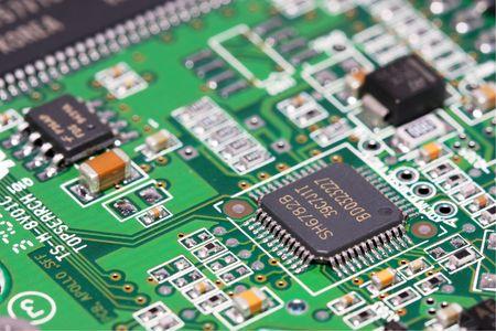 electrical circuit: Macro colpo di componenti elettronici su circuito elettrico.