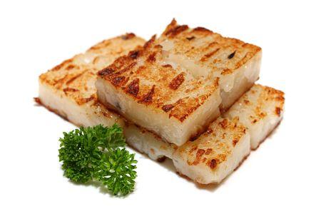 marchew: Fried marchew ciasto wyizolowanych na białym tle.