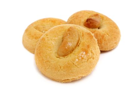 spicecake: Tres piezas de frijol galletas apiladas sobre fondo blanco. Foto de archivo