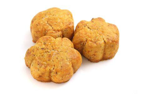 """spicecake: Tres piezas de forma de flor """"cookies"""" m�s aislado fondo blanco. Foto de archivo"""