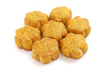 """spicecake: Muchas forma de flor """"cookies"""" aisladas sobre fondo blanco. Foto de archivo"""