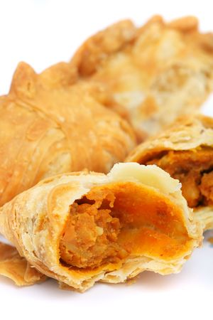 Close up of curry puffs isolated on white background. Standard-Bild