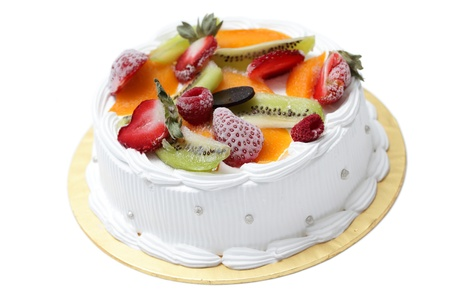 White cream cake with mixed fruity isolated on white background. Banque d'images