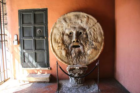 The Mouth of Truth (Bocca della Verita), Church of Santa Maria in Cosmedin in Rome, Italy Imagens - 91616609