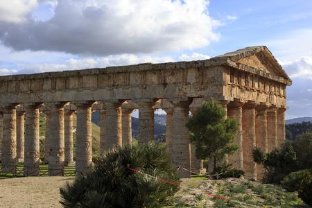 templo griego: Templo griego de Segesta en Sicilia Foto de archivo