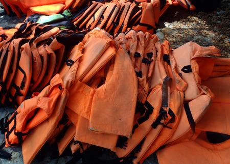 natation: Los chalecos salvavidas pila Foto de archivo