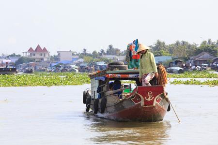 cai rang: CAI RANG, VIETNAM - APRIL 23: Fresh produce vendors sell from boat to boat at the Cai Rang floating market, Vietnam on April 23, 2014.