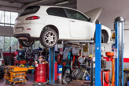 Warsztaty samochodowe do naprawy i konfiguracji Zdjęcie Seryjne