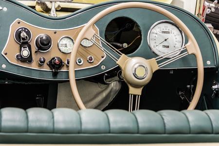 td: the splendor of the beautiful chrome of vintage cars
