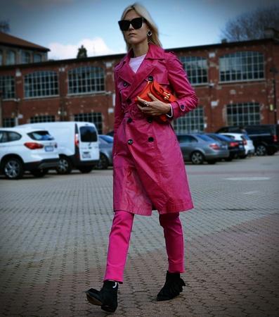 influenced: MILAN-25 FEBRUARY 2017 Linda Tol influenced on the street during the Milan Fashion Week