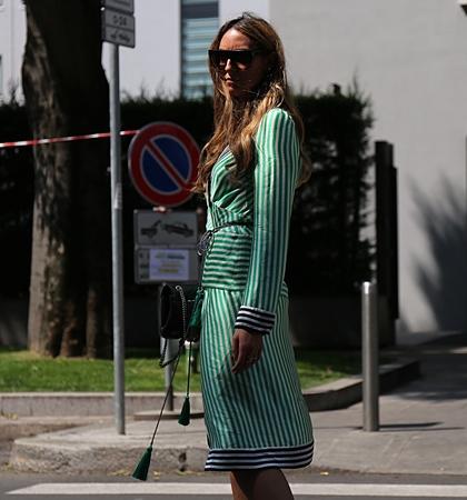 milánó: MILAN- 17 June 2017 Elisa Taviti is on the street during the Milan Fashion Week Sajtókép