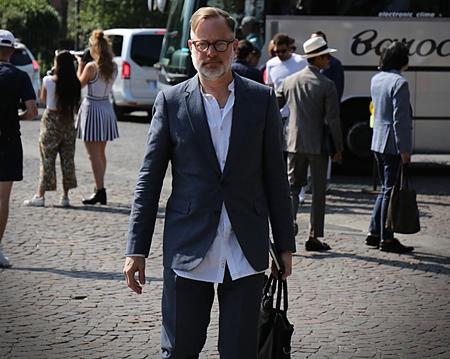 フィレンツェ-2017 年 6 月 13 日ブルース Pask が通り、ピッティの中に