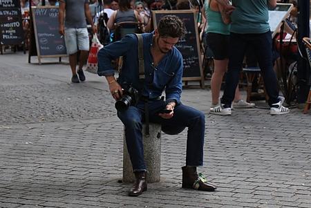 파리 - 2017 년 6 월 23 일 파리 패션 위크 거리의 로버트 스팡글