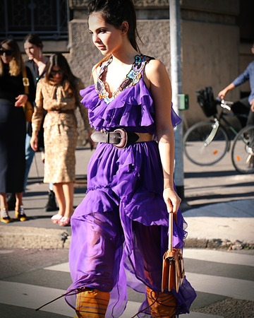 milánó: MILAN- 20 September 2017 Doina Ciobanu on the street during the Milan Fashion Week Sajtókép